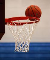 Kosz i piłka do koszykówki