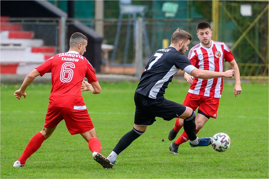 Mecz piłki nożnej: Tarnovia - Orkan Szczyrzyc