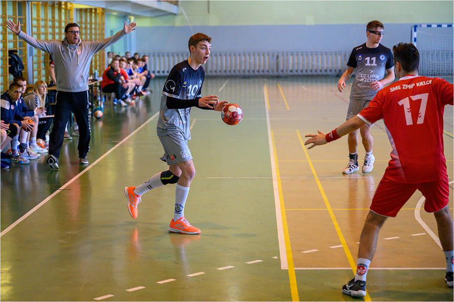 Mecz drugiej ligi piłki ręcznej mężczyzn: Grupa Azoty SPR II Tarnów - SMS ZPRP III Kielce